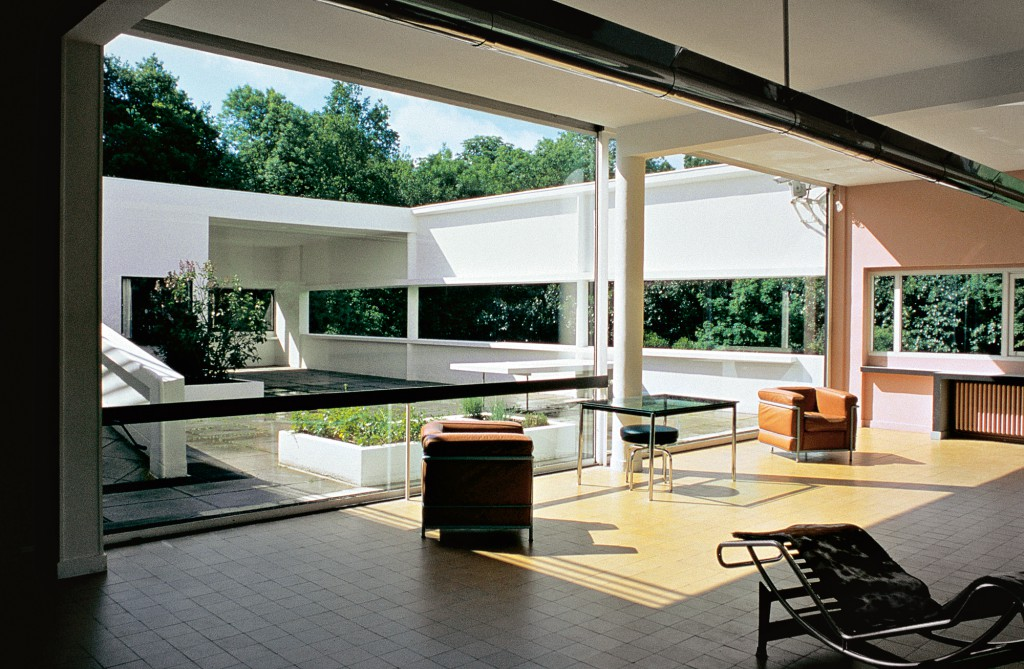 Le Corbusier designed the Villa Savoye between 1929 and 1931. ca. 2002 Poissy, France