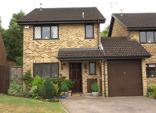 """HARRY POTTER""HOUSE FOR SALE OWNER SANDRA SMITH-12,PICKET POST CLOSE,BRACKNELL"